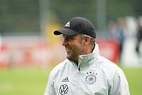 Manager der Nationalmannschaft Oliver Bierhoff (Deutschland Germany), Bundestrainer Hansi Flick (Deutschland Germany) haben zusammen Spaß - Stuttgart 30.08.2021: Training der Deutschen Nationalmannschaft, ADM Park Stuttgart