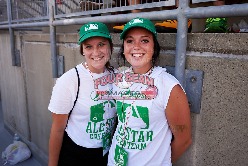 Cincinnati Reds All-Star Green team members pose for a photo before the MLB All-Star Game on July 14, 2015 at Great American Ball Park in Cincinnati, Ohio.  (Mike Janes/Four Seam Images)