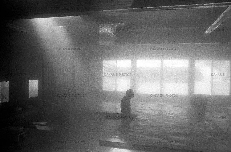 A man bathes in a hot spring, Onsen, in Hikage Hot Springs village, in Odate.<br /> <br /> Un homme se baigne dans une source thermale, Onsen, dans le village de Hikage Hot Springs, à Odate.