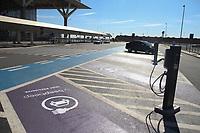 Campinas (SP), 22/07/2020 - Aeroporto-SP - A beepbeep, startup pioneira no compartilhamento de carros 100% elétrico com aluguel por minuto, inaugurou uma estação no Aeroporto Internacional de Viracopos, em Campinas, interior de São Paulo, a primeira em um terminal aeroportuário no Brasil. São quatro vagas localizadas no embarque. O projeto conta com parceria das empresas ABB Eletrificação e CPFL Energia e integra o plano de expansão da empresa lançada com 60 pontos em São Paulo, que no próximo dia 30 vai completar um ano de operação. Além da Capital e, agora, Campinas, o serviço de mobilidade também funciona em São José dos Campos.