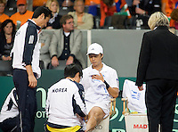 19-9-08, Netherlands, Apeldoorn, Tennis, Daviscup NL-Zuid Korea, Seccond rubber    KyuTae Im receives medical treatment
