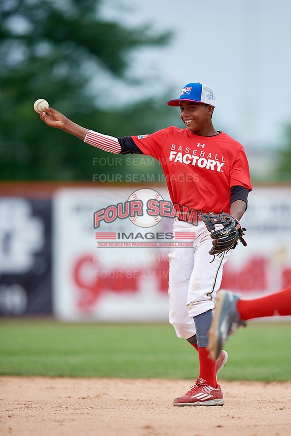 Anyelo Encarnacion (4) throws to first base during the Dominican Prospect League Elite Underclass International Series, powered by Baseball Factory, on July 21, 2018 at Schaumburg Boomers Stadium in Schaumburg, Illinois.  (Mike Janes/Four Seam Images)