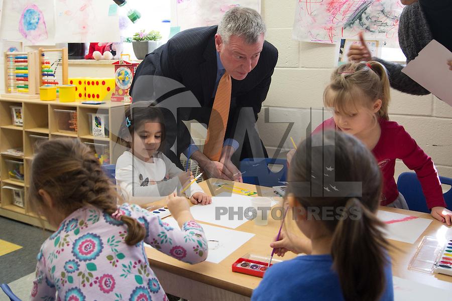 NOVA YORK, NY, 22.02.2016 - BLÁSIO-NEW YORK - O prefeito de Nova York Bill De Blasio durante visita a escola infatil Bishop Ford no Brooklyn em Nova York nesta segunda-feira, 22. (Foto: Louise Wateridge / Brazil Photo Press)