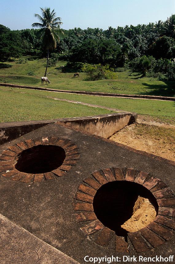 Dominikanische Republik, Ruine der Zuckermühle Ingenio de Diego Caballero  aus dem 16.Jh, 30km westlich von Santo Domingo