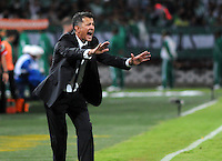 MEDELLÍN -COLOMBIA-23-04-2014. Juan Carlos Osorio técnico de Atlético Nacional de Colombia reacciona durante partido con Atlético Mineiro de Brasil por los octavos de final de la Copa Libertadores de América 2014 jugado en el estadio Atanasio Girardot de Medellín, Colombia./ Juan Carlos Osorio coach of Atletico Nacional of Colombia reacts during the first leg match against Atletico Mineiro de Brazil for the knockout stages of the Copa Libertadores championship 2014 played at Atanasio Girardot stadium in Medellin, Colombia. Photo: VizzorImage/ Luis Ríos /STR