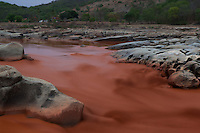 Rio Doce no município de Resplendor/MG tomado pela lama proveniente do rompimento de barragem de rejeitos de mineração da empresa Samarco em Mariana/MG. 15/11/2015<br /> Foto Marcello Lourenço<br /> 15/11/2015