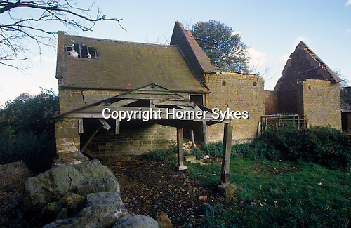 Great Tew Oxfordshire 1986. Butlers Barn Banbury Road.