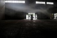 WGT 2011 - Impressionen der Veranstaltung - im Bild: gespenstischer Nebel in der Messehalle. Feature - Das WGT ist Zuende, der Nebel verzieht sich. Foto: aif / Norman Rembarz..Jegliche kommerzielle wie redaktionelle Nutzung ist honorar- und mehrwertsteuerpflichtig! Persönlichkeitsrechte sind zu wahren. Es wird keine Haftung übernommen bei Verletzung von Rechten Dritter. Autoren-Nennung gem. §13 UrhGes. wird verlangt. Weitergabe an Dritte nur nach  vorheriger Absprache. Online-Nutzung ist separat kostenpflichtig..