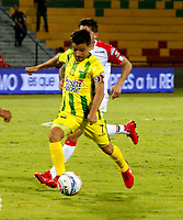 BUCARAMANGA - COLOMBIA - 11 - 02 - 2018: Sherman Cardenas (Izq.) jugador de Atletico Bucaramanga disputa el balón con David Gomez (Der.) jugador de Once Caldas, durante partido entre Atletico Bucaramanga y Once Caldas, de la fecha 2 por la Liga Aguila I 2018, jugado en el estadio Alfonso Lopez de la ciudad de Bucaramanga. / Sherman Cardenas (L) player of Atletico Bucaramanga vies for the ball with David Gomez (R) player of Once Caldas, during a match between Atletico Bucaramanga and Once Caldas, for the 2nd date for the Liga Aguila I 2018 at the Alfonso Lopez Stadium in Bucaramanga city Photo: VizzorImage  / Duncan Bustamante / Cont.