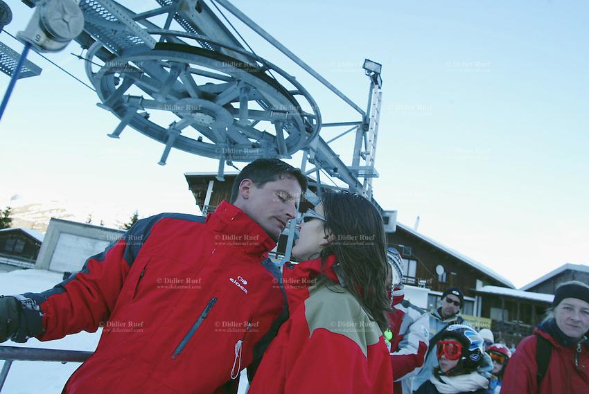 Switzerland. State of Ticino. Airolo. Peschün ski resort. A couple kisses before taking the ski lift. © 2005 Didier Ruef