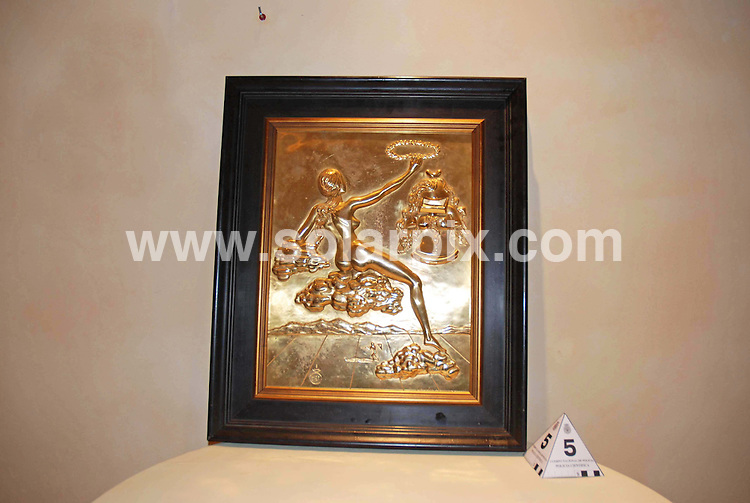 **ALL ROUND PICTURES FROM SOLARPIX.COM**.**WORLDWIDE SYNDICATION RIGHTS**.Police photographs of fraudsters fake Dali sculptures, which were due to be offered up for auction at the five star Kempinski Hotel on the Costa del Sol, for up to one and a half million Euros. The hotel is a big hit with celebrities visiting the coast..FULL STORY BY GERARD COUZENS - +34 659 567 821.JOB REF:   8280   AB1       DATE: 22.01.09.**MUST CREDIT SOLARPIX.COM OR DOUBLE FEE WILL BE CHARGED* *UNDER NO CIRCUMSTANCES IS THIS IMAGE TO BE REPRODUCED FOR ANY ONLINE EDITION WITHOUT PRIOR PERMISSION*