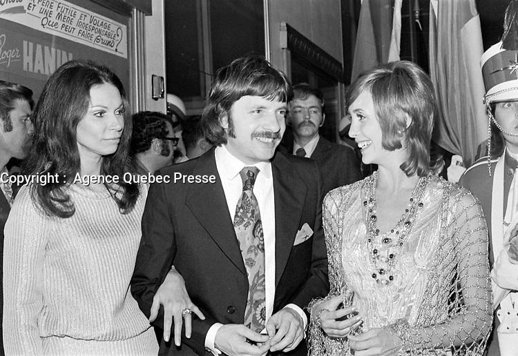 """Premiere du film """"Deux femmes en or"""" au Capitol. <br />  Entre le 1er et le 7 juin 1970 - Monique Mercure, Claude Fournier et Louise Turcot<br /> <br /> Photographe : Photo Moderne<br /> - Agence Quebec Presse"""