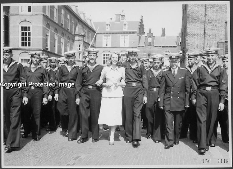Matelots en uniforme, Hollande, 1956, date inconnue<br /> <br /> PHOTO  : Agence Quebec Presse