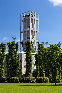 Denmark, Jutland, Aarhus: Clock tower of Aarhus Radhus (town hall) in Danish modernism style | Daenemark, Juetland, Aarhus: modernes Rathaus mit Uhrturm