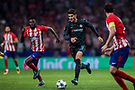 Alvaro Morata (r) of Chelsea FC fights for the ball with Thomas Teye Partey of Atletico de Madrid during the UEFA Champions League 2017-18 match between Atletico de Madrid and Chelsea FC at the Wanda Metropolitano on 27 September 2017, in Madrid, Spain. Photo by Diego Gonzalez / Power Sport Images