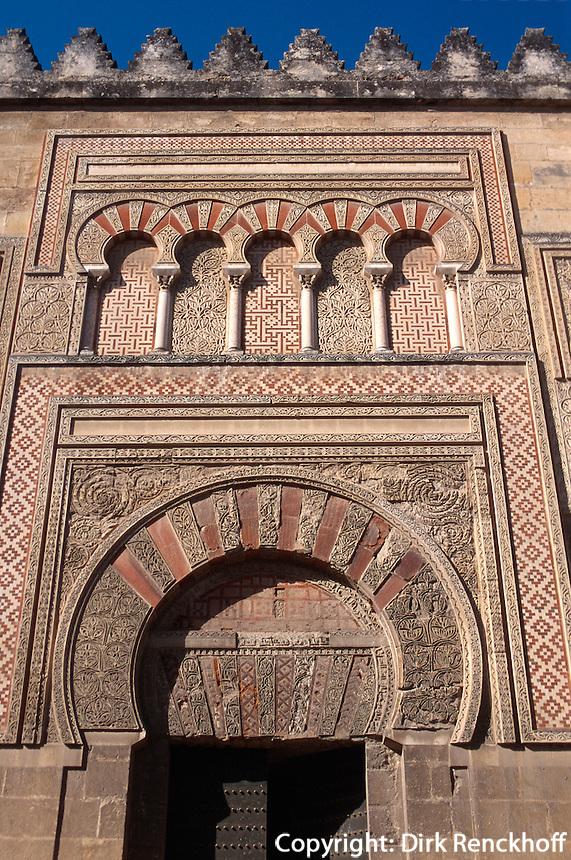 Spanien, Andalusien, maurische Fassade der Mezquita  in Cordoba, Unesco-Welterbe