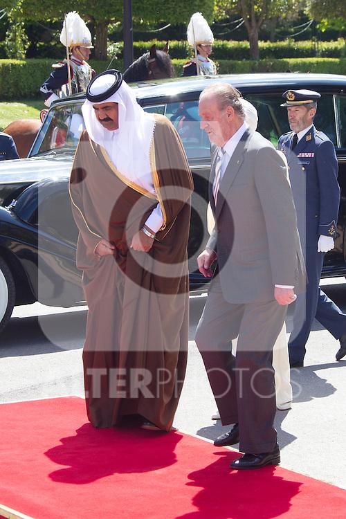King Juan Carlos and Queen Sofia recieve Emir of Qatar Cheikh Hamad Bin Khalifa Al Thani,  and wife Sheikha Mozah bint Nasser AlMissned, at El Pardo Palace, on April 25th 2011...Photo: Cesar Cebolla / ALFAQUI