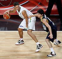 Mantas KALNIETIS (Lithuania)  dribbles Luis CEQUEIRA (Argentina) during the quarter-final World championship basketball match against Argentina in Istanbul, Lithuania-Argentina, Turkey on Thursday, Sep. 09, 2010. (Novak Djurovic/Starsportphoto.com).