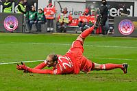 09.12.2017,  Football 1.Liga 2017/2018, 15. match day, Eintracht Frankfurt - FC Bayern Muenchen, in Commerzbank-Arena Frankfurt. goalkeeper Tom Starke (FC Bayern Muenchen) wirft sich in den Ball. *** Local Caption *** © pixathlon<br /> <br /> +++ NED + SUI out !!! +++<br /> Contact: +49-40-22 63 02 60 , info@pixathlon.de