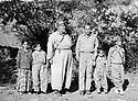 Iraq 1966? Abdul Wahab Agha Rowanduzi with an occidental visitor <br /> Irak 1966? Abdul Wahab Agha Rowanduzi recevant un visiteur occidental chez lui , entourés de quelques enfants