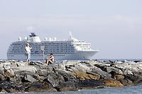 Bagnanti sugli scogli di una spiaggia a Sanremo.<br /> Bathers on the rocks of a beach in Sanremo.<br /> UPDATE IMAGES PRESS/Riccardo De Luca