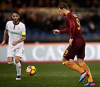 Calcio, Serie A: Roma, Stadio Olimpico, 7 febbraio 2017.<br /> Roma's Edin Dzeko (r) is going to score during the Italian Serie A football match between AS Roma and Fiorentina at Roma's Olympic Stadium, on February 7, 2017.<br /> UPDATE IMAGES PRESS/Isabella Bonotto