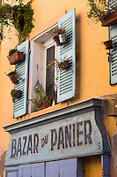 France, Bouches-du-Rhône (13), Marseille, capitale européenne de la culture 2013, Quartier du Panier, Quartier du Panier, détail vieille boutique, rue du panier  //  France, Bouches du Rhone, Marseille, european capital of culture 2013, Panier district, Quartier du Panier, old retail shop, street cart