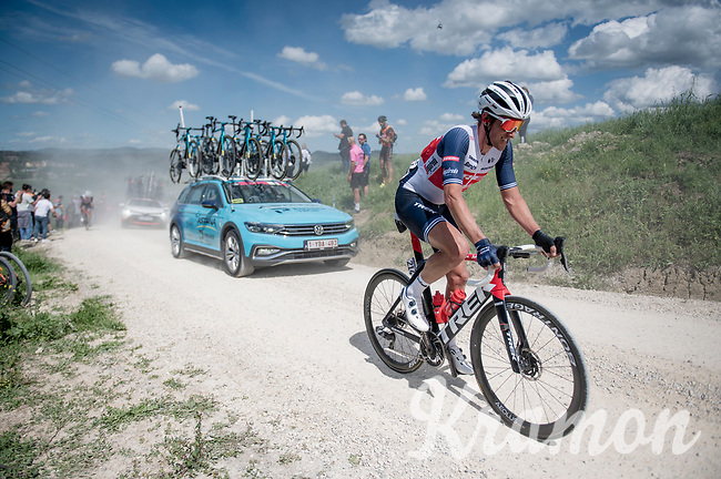 """Koen de Kort (NED/Trek - Segafredo) on the first gravel sector of the stage<br /> <br /> 104th Giro d'Italia 2021 (2.UWT)<br /> Stage 11 from Perugia to Montalcino (162km)<br /> """"the Strade Bianche stage""""<br /> <br /> ©kramon"""