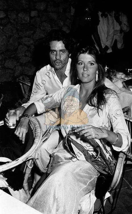 ROFFEREDO GAETANI LOVATELLI DELL'AQUILA D'ARAGONA CON RAMONA RIDGE<br /> FESTA DI LILLIO RUSPOLI - CAPRI 1987