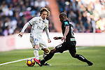 Luka Modric (l) of Real Madrid battles for the ball with Gabriel Silva of Granada CF during their La Liga match between Real Madrid and Granada CF at the Santiago Bernabeu Stadium on 07 January 2017 in Madrid, Spain. Photo by Diego Gonzalez Souto / Power Sport Images