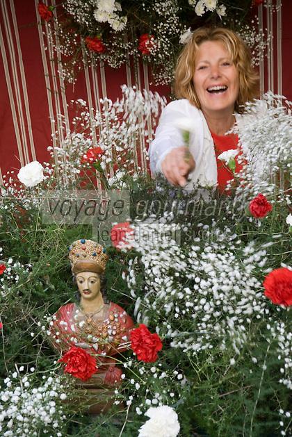 Europe/Provence-Alpes-Côte d'Azur/83/Var/Saint-Tropez:décoration du buste de Saint-Tropez lors de la Bravade -Les Bravades sont des processions en l'honneur du Saint Patron de la ville]