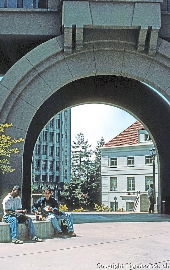 Charles Moore: School of Business, U.C. Berkeley. Detail of arch.  Photo '98.