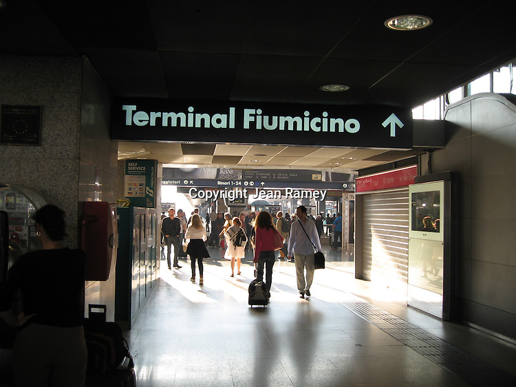Traveler's rushing through Rome's central train station, Terminal Fiumicino.