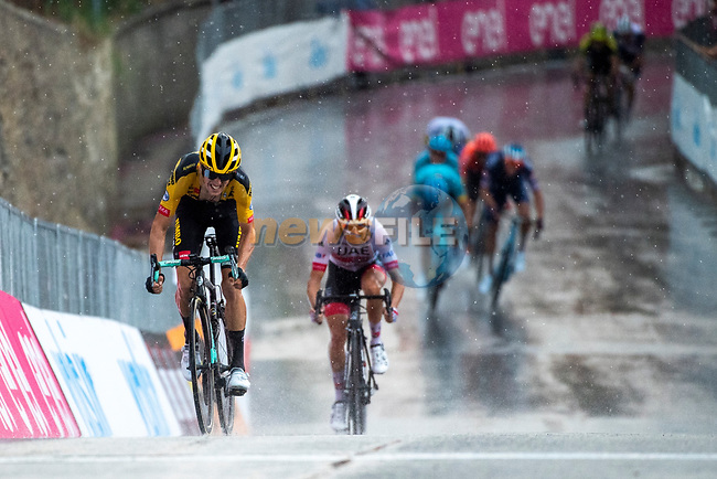 George Bennett (NZL) Team Jumbo-Visma stays ahead of Diego Ulissi (ITA) UAE Team Emirates on the final climb during the 104th edition of GranPiemonte 2020, running 187km from Santo Stefano Belbo to Barolo, Italy. 12th August 2020.<br /> Picture: LaPresse/Marco Alpozzi   Cyclefile<br /> <br /> All photos usage must carry mandatory copyright credit (© Cyclefile   LaPresse/Marco Alpozzi)