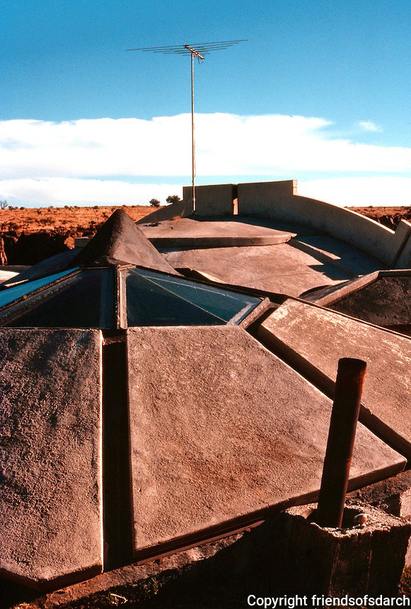 Paolo Soleri: ARCOSANTI, foundry living quarters from above. Photo '77.