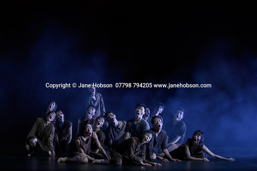"London, UK. 26.02.2020. Cloud Gate Dance Theatre of Taiwan present the Uk premiere of ""13 Tongues"" and ""Dust"" at Sadler's Wells. the show runs from Wednesday 26th to Saturday 29th February. the piece shows is: Dust, choreographed by Lin Hwai-min. Photograph © Jane Hobson."