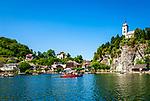 Oesterreich, Oberoesterreich, Salzkammergut, Traunkirchen am Traunsee: mit Johannesbergkapelle | Austria, Upper Austria, Salzkammergut, Traunkirchen at Lake Traun: with Johannesberg chapel