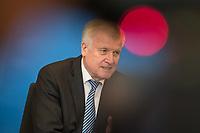 """Vorstellung des """"Masterplan Migration"""" des Bundesminister des Innern, fuer Bau und Heimat, Horst Seehofer (CSU), am Dienstag den 10. Juli 2018.<br /> 10.7.2018, Berlin<br /> Copyright: Christian-Ditsch.de<br /> [Inhaltsveraendernde Manipulation des Fotos nur nach ausdruecklicher Genehmigung des Fotografen. Vereinbarungen ueber Abtretung von Persoenlichkeitsrechten/Model Release der abgebildeten Person/Personen liegen nicht vor. NO MODEL RELEASE! Nur fuer Redaktionelle Zwecke. Don't publish without copyright Christian-Ditsch.de, Veroeffentlichung nur mit Fotografennennung, sowie gegen Honorar, MwSt. und Beleg. Konto: I N G - D i B a, IBAN DE58500105175400192269, BIC INGDDEFFXXX, Kontakt: post@christian-ditsch.de<br /> Bei der Bearbeitung der Dateiinformationen darf die Urheberkennzeichnung in den EXIF- und  IPTC-Daten nicht entfernt werden, diese sind in digitalen Medien nach §95c UrhG rechtlich geschuetzt. Der Urhebervermerk wird gemaess §13 UrhG verlangt.]"""