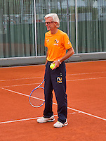 Austria, Kitzbuhel, Juli 14, 2015, Tennis, Davis Cup, Training Dutch team ready to practise, coach Martin Bohm<br /> Photo: Tennisimages/Henk Koster