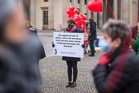 """Aktion der Frauenrechtsorganisation Terre des Femmes am 25. November 2020 vor dem Brandenburger Tor unter dem Motto """"Frei leben ohne Gewalt"""". Die Aktion richtete sich gegen Zwangverheiratungen und Fruehehen von jungen Frauen und Maedchen.<br /> 25.11.2020, Berlin<br /> Copyright: Christian-Ditsch.de"""