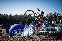 Laurens Sweeck (BEL/Pauwels Sauzen - Bingoal) looking back into the infamous Zonhoven 'Pit'<br /> <br /> Elite Women's Race<br /> 2021 UCI cyclo-cross World Cup - Zonhoven (BEL)<br /> <br /> ©kramon