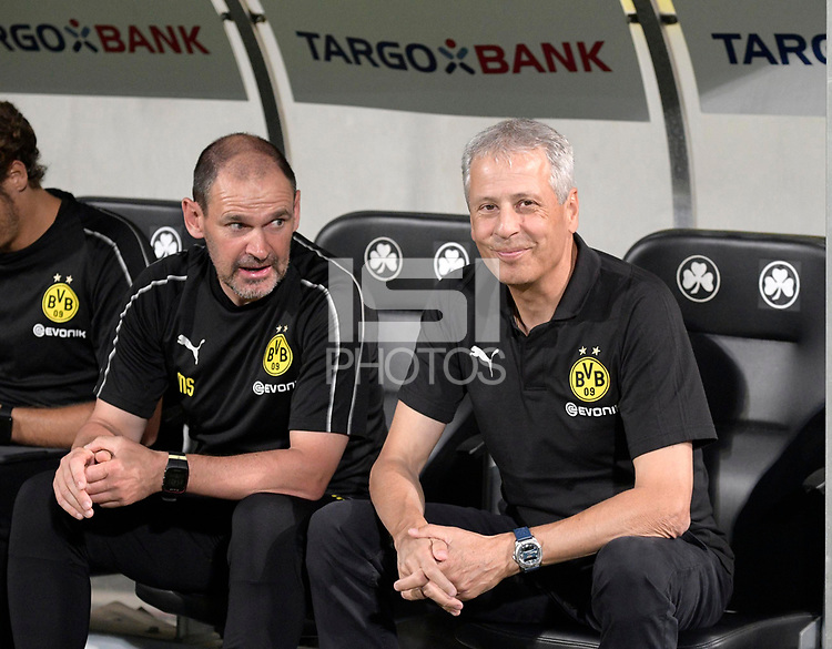 20.08.2018, Football DFB Pokal 2018/2019, 1. round, SpVgg Greuther Fuerth - Borussia Dortmund, Sportpark Ronhof in Fuerth. Trainer Lucien Favre (re, Dortmund). li: Co-Trainer Manfred Stefes (Dortmund) <br /><br /><br />***DFB rules prohibit use in MMS Services via handheld devices until two hours after a match and any usage on internet or online media simulating video foodaye during the match.***  *** Local Caption *** © pixathlon<br /> <br /> Contact: +49-40-22 63 02 60 , info@pixathlon.de