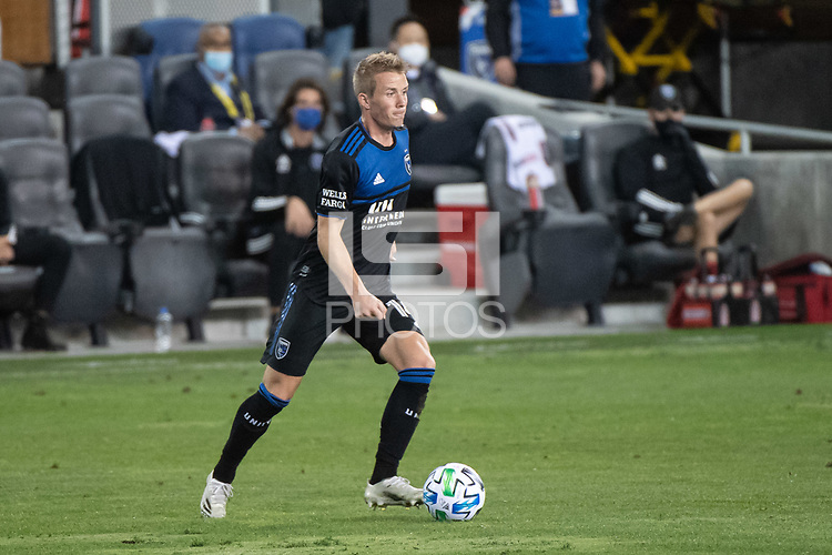 SAN JOSE, CA - NOVEMBER 04: Jackson Yueill #14 of the San Jose Earthquakes dribbles the ball during a game between Los Angeles FC and San Jose Earthquakes at Earthquakes Stadium on November 04, 2020 in San Jose, California.