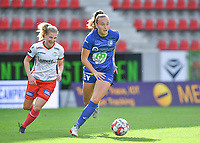 Gent's Lobke Loonen (19)  pictured going past Essevee's Laura Vervacke during a female soccer game between Zulte Waregem and the KAA Gent Ladies on the fourth matchday of the 2020 - 2021 season of Belgian Scooore Womens Super League , saturday 10 October 2020  in Waregem , Belgium . PHOTO SPORTPIX.BE | SPP | DAVID CATRY