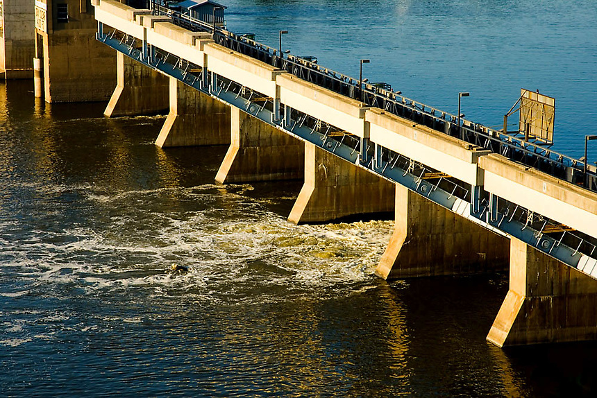 Images of the Illinois River dam near Starved Rock State Park