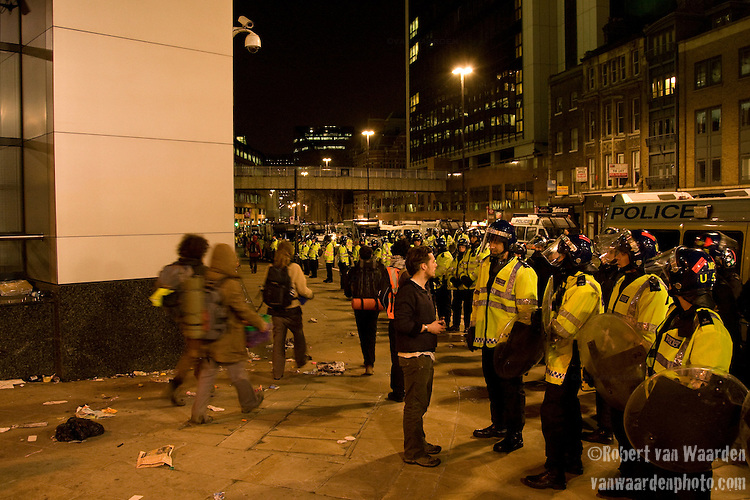 Eventually after many hours of containment the campers were allowed to leave peacefully if they chose. The police presence around the non-violent protest was estimated at three times the amount of  campers. Climate Camp in the City - G20 - London (©Robert vanWaarden)