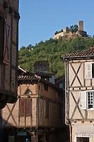 Europe/Europe/France/Midi-Pyrénées/46/Lot/Saint-Céré: Place du Mercadial et Tours de Saint-Laurent