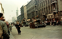 UNGARN, 11.1956.Budapest, IX./V. Bezirk.Ungarn-Aufstand / Hungarian uprising 23.10.-04.11.1956:.Ungarische T-34-Panzer mit dem Nationalwappen am Turm fahren ueber den Kleinen Ring (Vámház krt., damals Tolbuchin krt.) nach Buda hinueber..Hungarian T-34 tanks carrying the national coat of arms make their way to Buda (here on the Vamhaz ringroad, then called Tolbuchin ringroad)..© Jenö Kiss/EST&OST