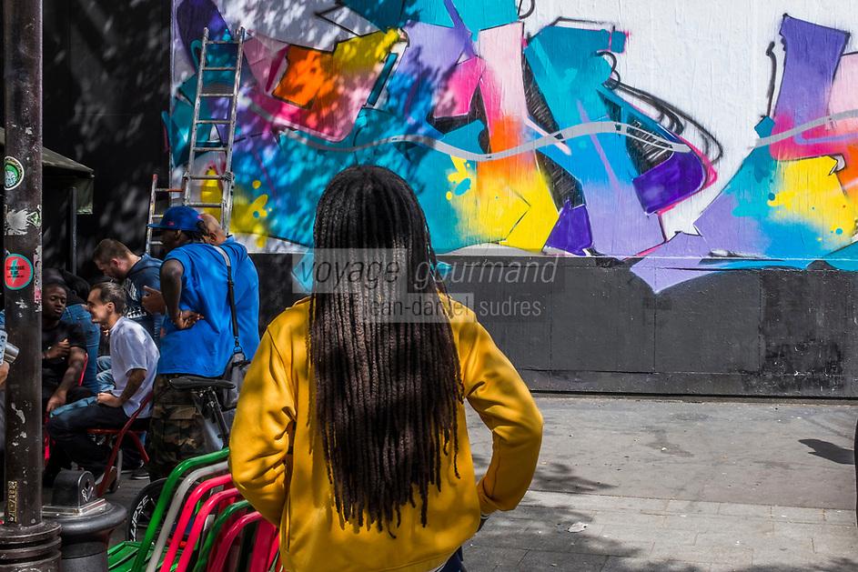 France, Paris (75),  rue Oberkampf    Le MUR au 109 Rue Oberkampf, panneau d'expression artistique //  France, Paris, Rue Oberkampf  and The WALL at 109 Rue Oberkampf panel of artistic expression
