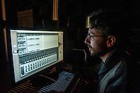a Cremona, presso il museo del violino, opera il laboratorio di acustica musicale, collegato al politenico di Milano. Il direttore del laboratorio è il professore Augusto Sarti.  Postazione di controllo del sistema di rendering audio spaziale - Dr. Massimiliano Zanoni